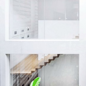Modern Floating Wooden Staircase and Glass Wall