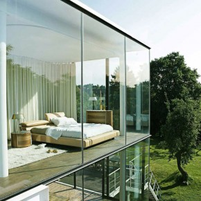 Modern Glass House with Bedroom Face