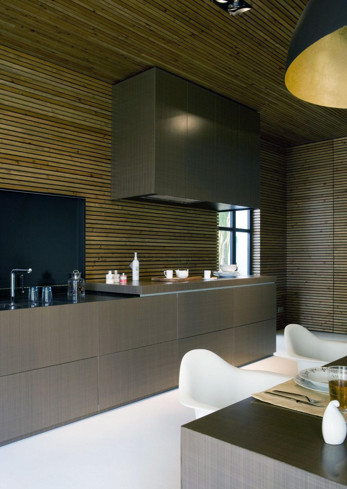 Modern kitchen with striped wall panel decor interior for Stripe interior design