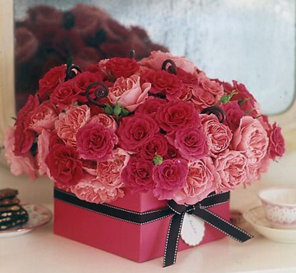 Pink gift box with rose flower for valentine day for Decoration rose