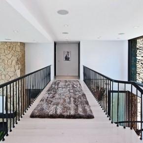 This Indoor Bridge with Brown Fur Rug Ideas