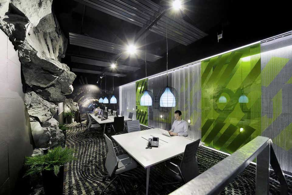 Awesome google zurich office with rock wall interior for Interior decoration zurich