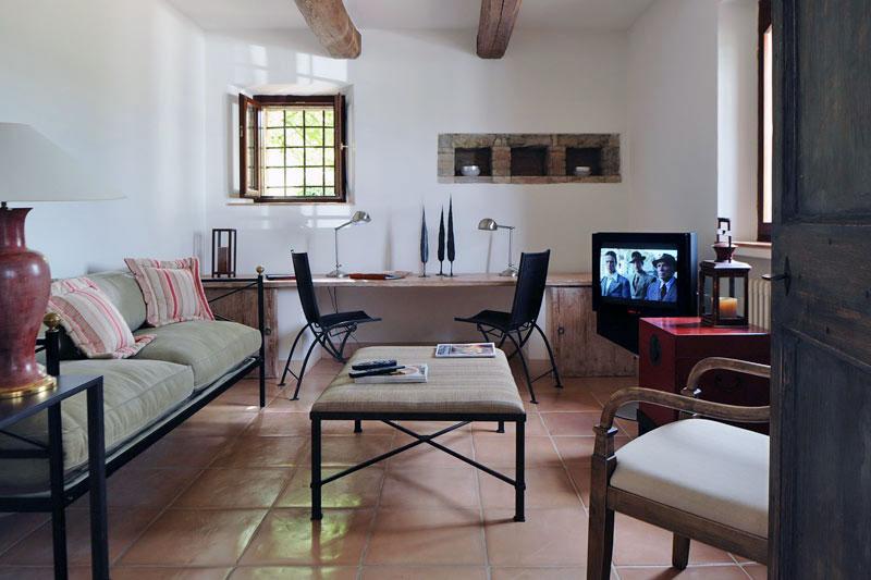 Classic Col Delle Noci Italian Villa Lounge Design