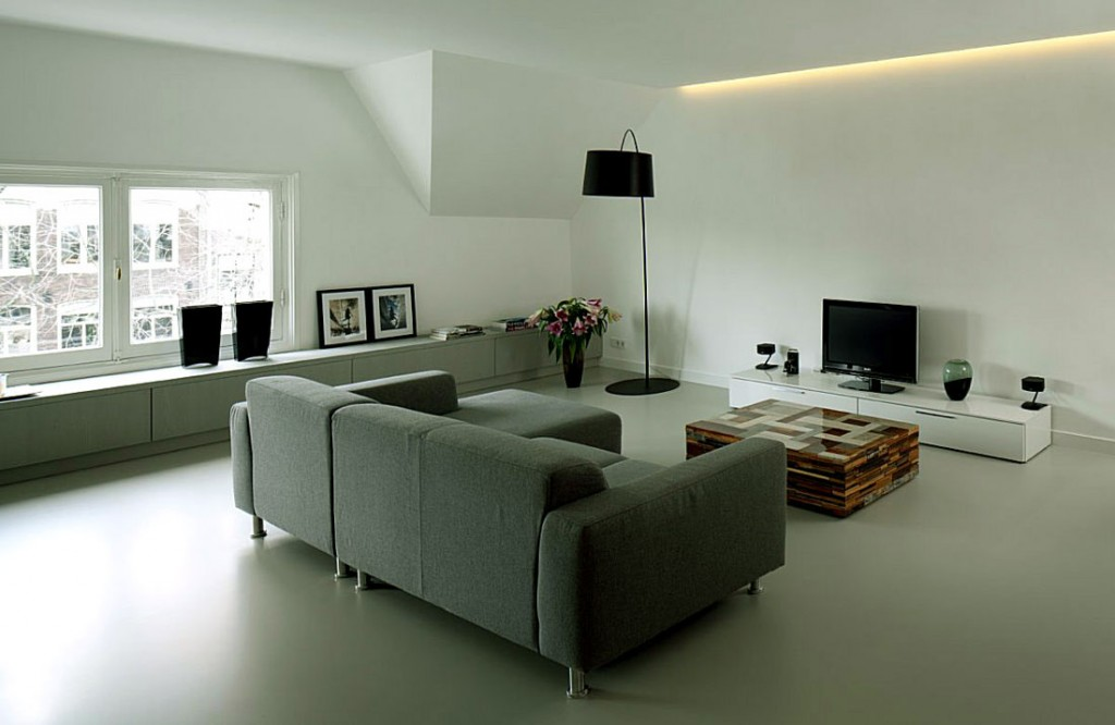 Open Living Room with Recessed Ceiling Light