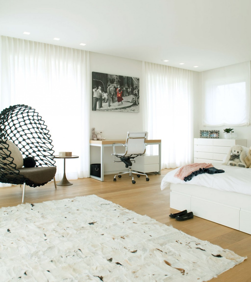 Shining Bedroom with Net Chairs Decor
