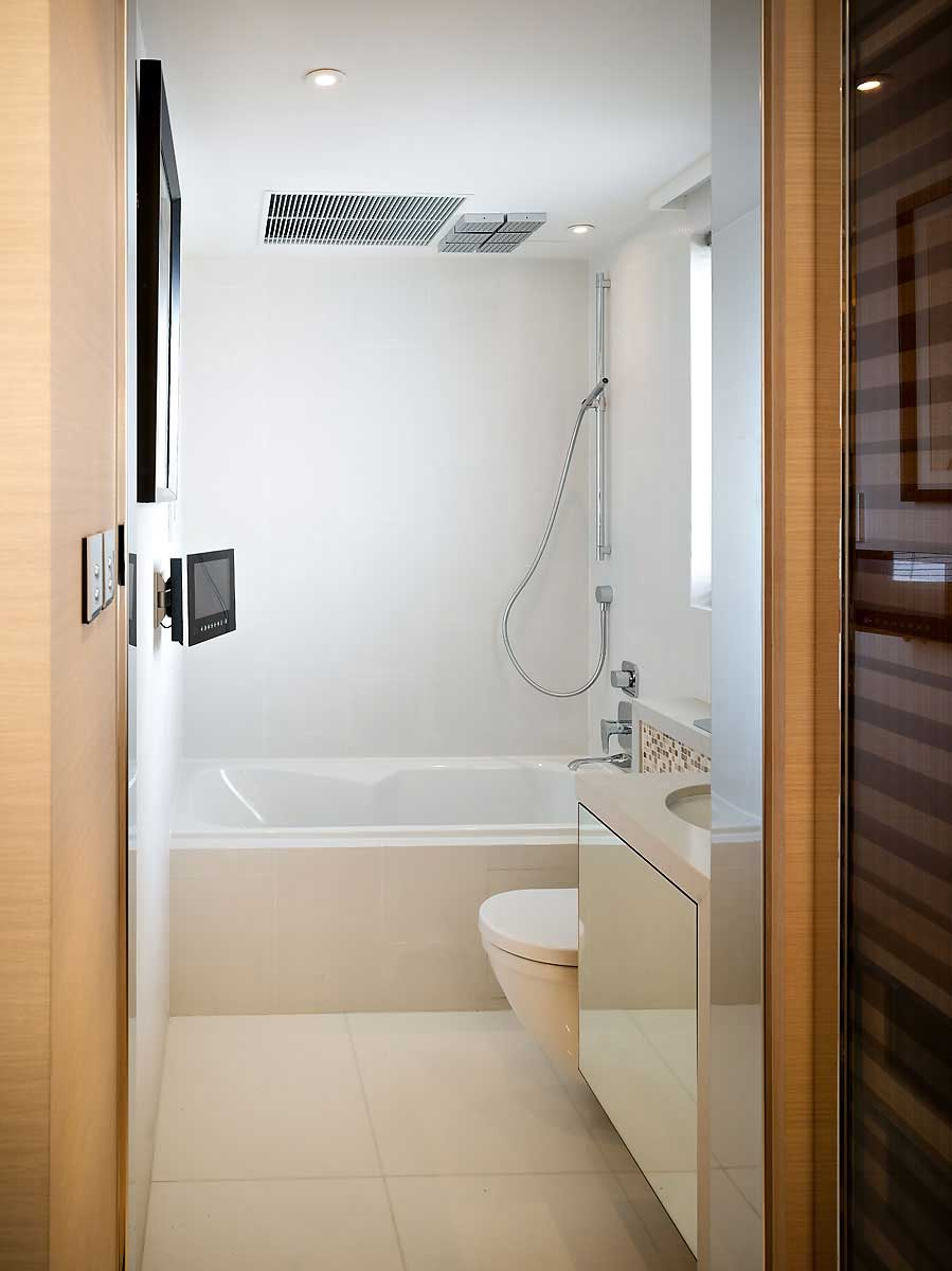 Small white bathroom design with lcd tv interior design for Design for small bathroom pictures