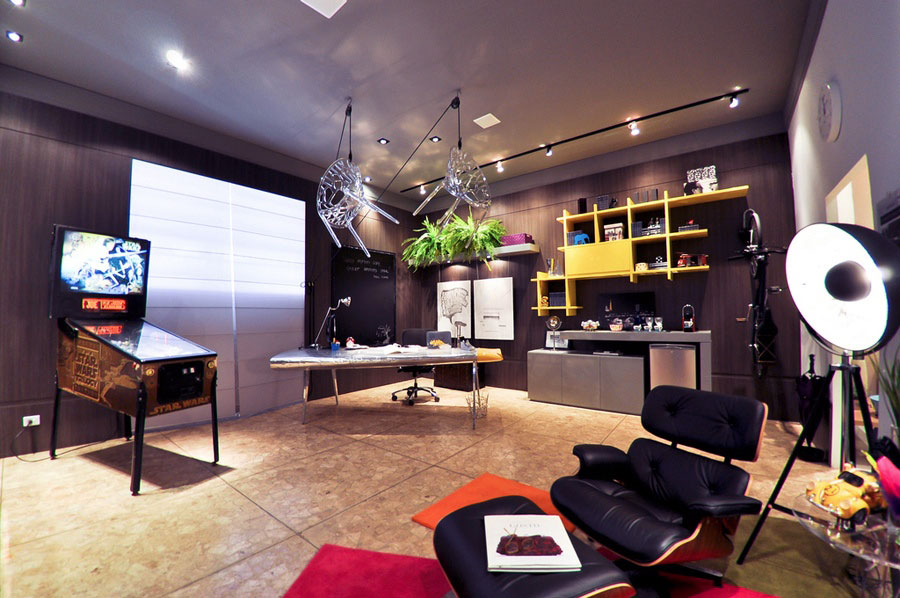 Awesome home office with pinball machine decor interior for Awesome home interiors