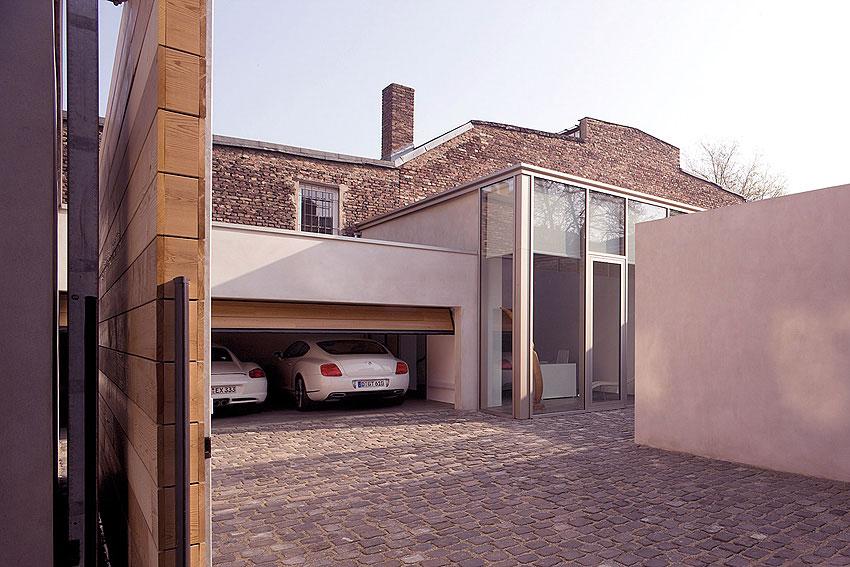 Large Garage Cobbled Driveway Ideas