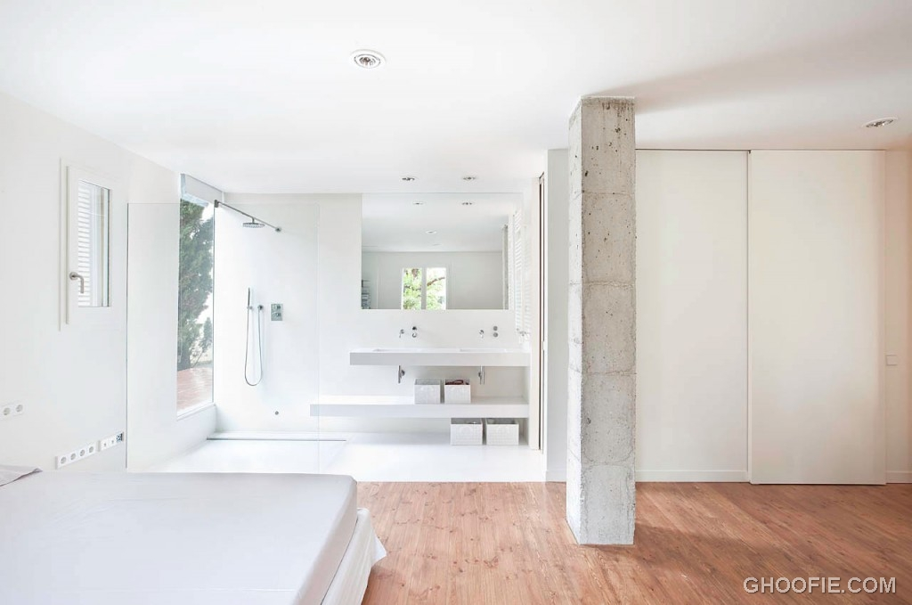 Open Minimalist Bathroom Interior Design