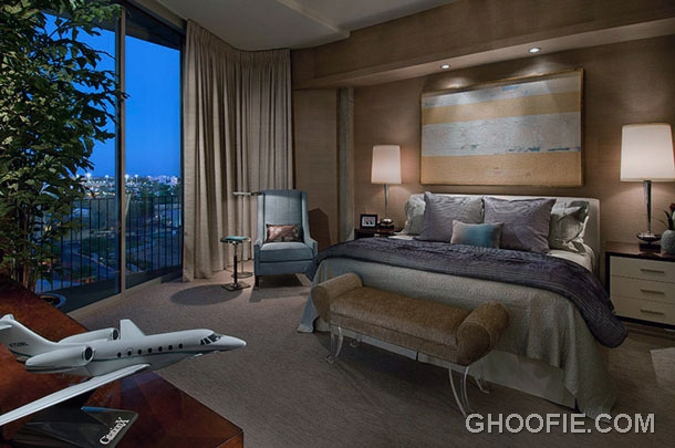 Modern Luxury Bedroom with Exotic City View