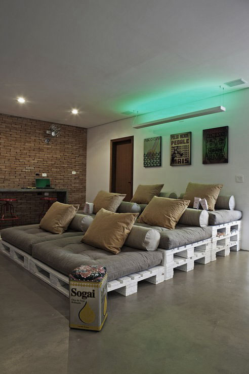 Charming Media Room Design with Recycled Pallet