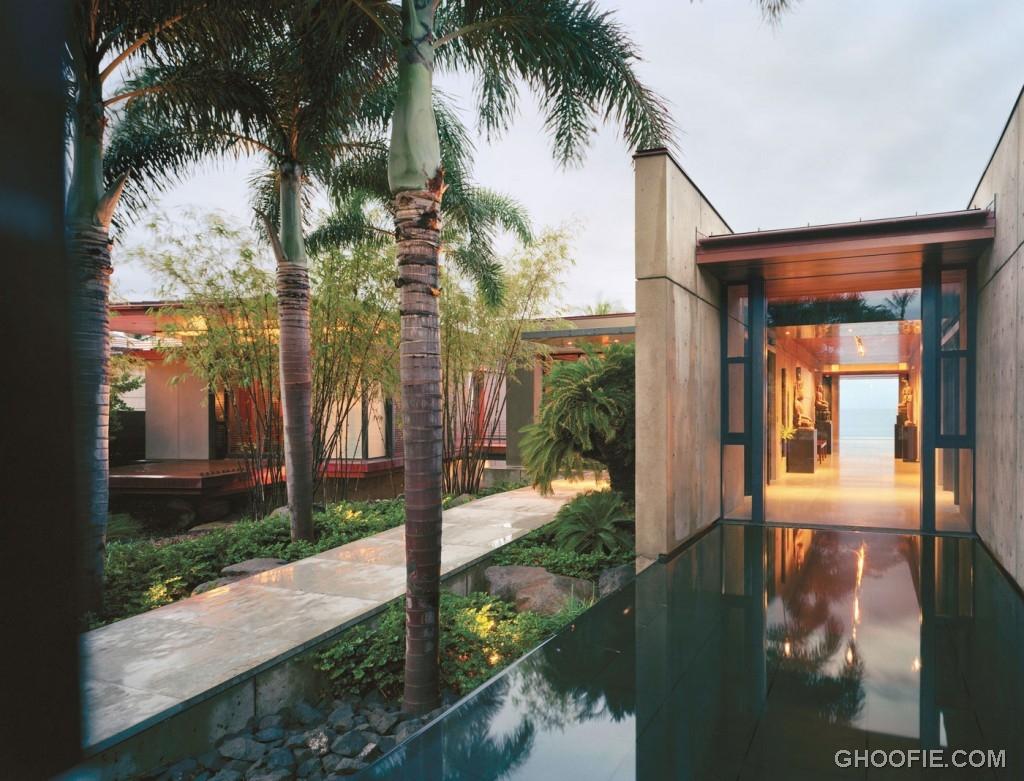 Ocean House Yard with Minimalist Pond
