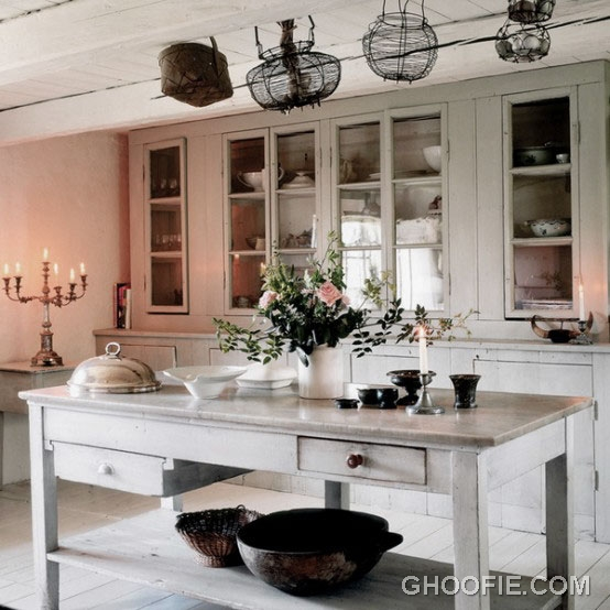 Vintage kitchen design with chandelier and classy storage rustic