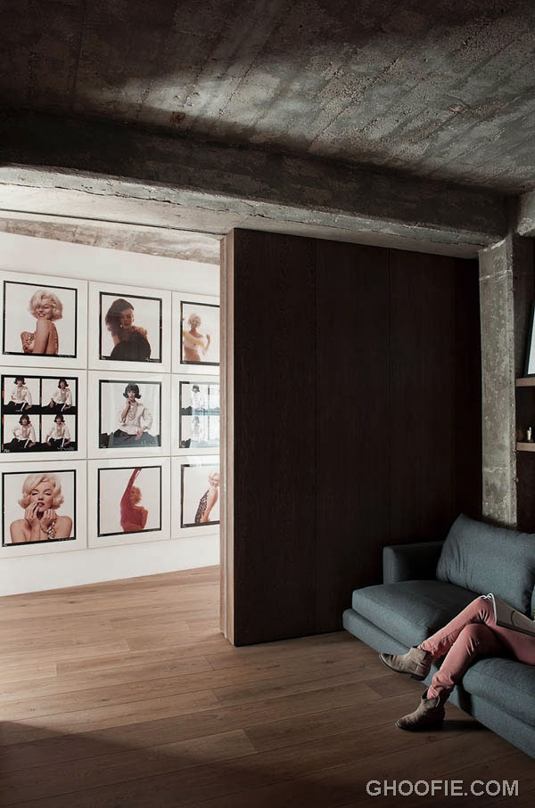 Cool Loft Interior Design with Decorative Pictures of Marilyn Monroe