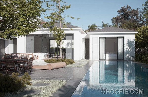 Luxurious Modern Family House Design with Fascinating Pool