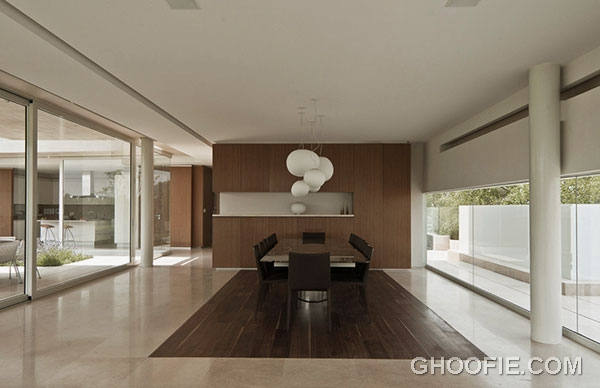 Bright Dining Area Design Ideas with Elegant Table