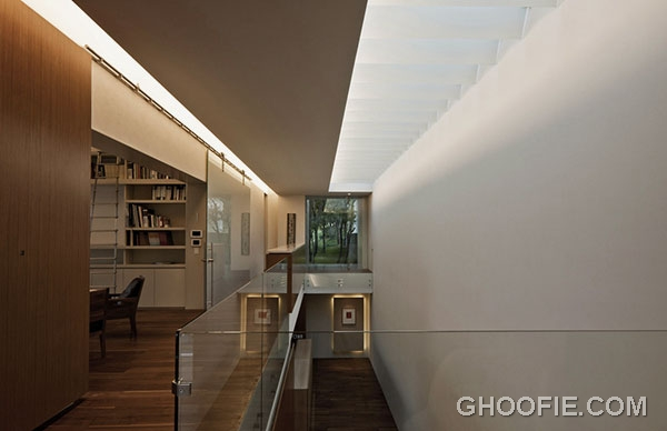 Exciting House Interior Design Ideas with Glass Barrier