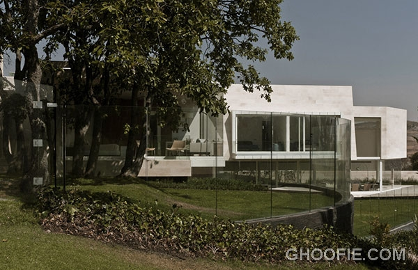 Luxurious Marble House Design Ideas with Glass Fence