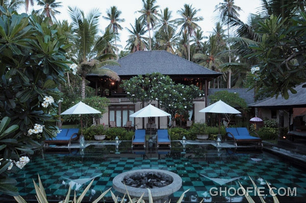 Bali lush green surroundings exotic jasri beach villa for Beach villa design ideas