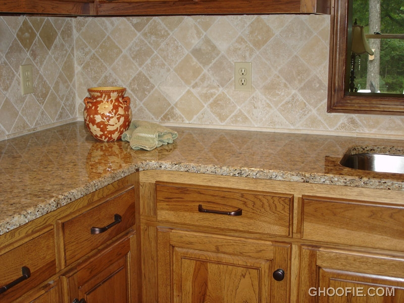 Cute Glazed Pot Marble Kitchen Island Rhombus Tile Kitchen ...