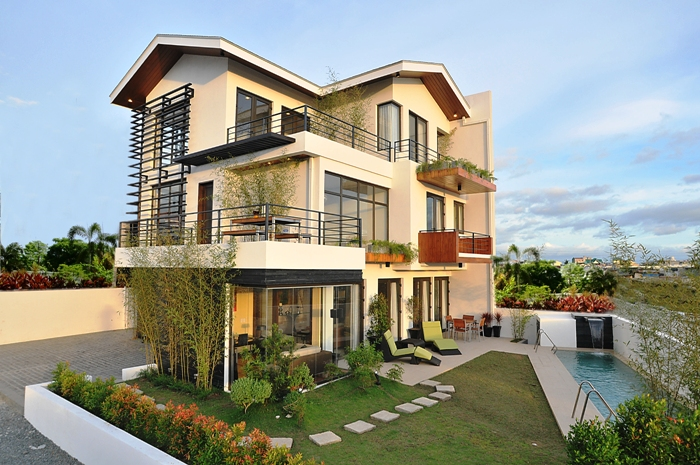 Luxury House Design Modern Style Spacious Balcony with Small Pool ...