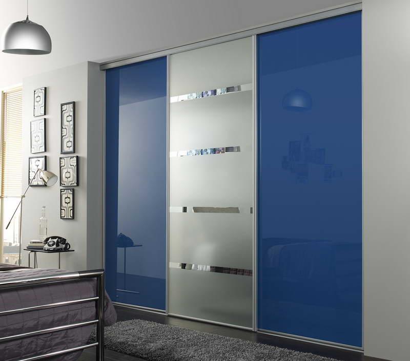 Modern bedroom blue sliding closet door carpet classic for Modern sliding closet doors