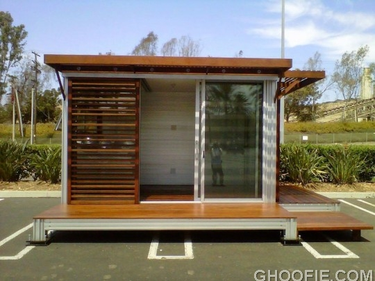 Tiny Prefab Utilized as a Flex Office