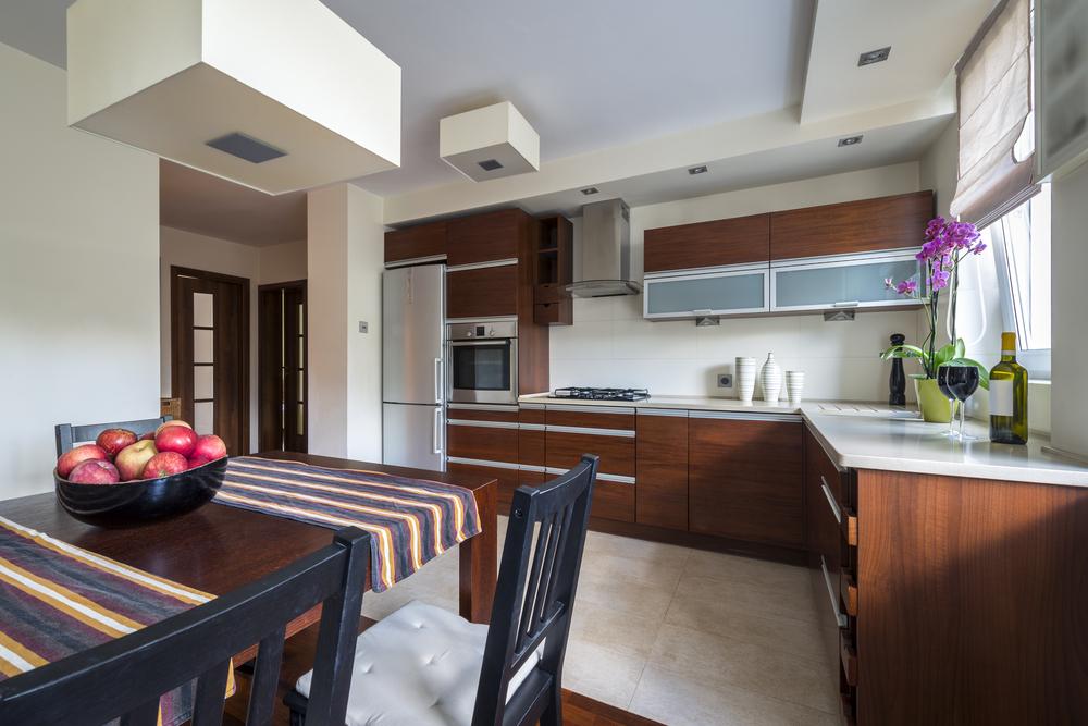 Having economical embellishments through interior for Economic kitchen designs
